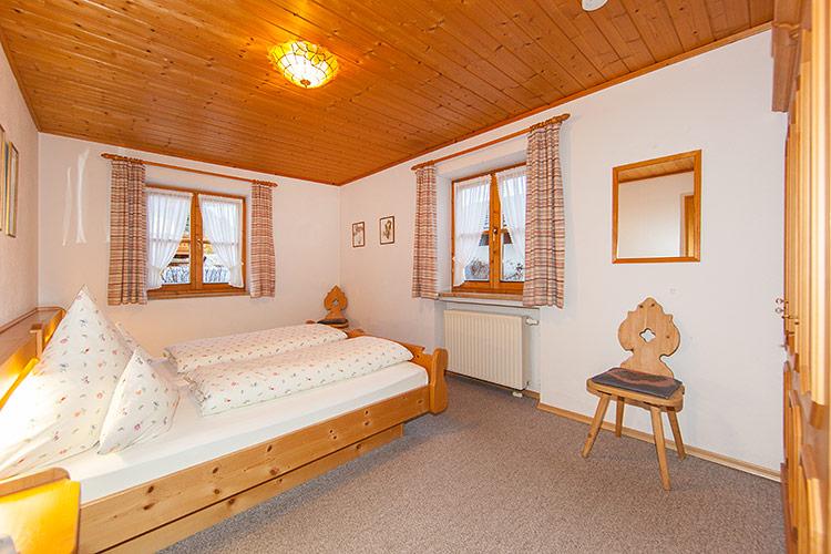 2 Schlafzimmer, Großer Wohnraum Mit Offener Küche, Badezimmer Mit Dusche/WC,  Diele.
